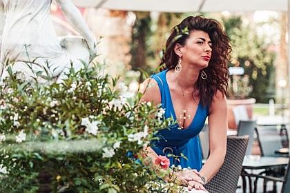 Gabriela Gini | Pianist Singer | Entertainer